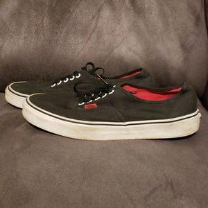 VANS BLACK LOW TOP RED TAG SKATE SHOES.